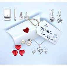 Valentines Gift Box with Crystals from Swarovski®️& Chocolate